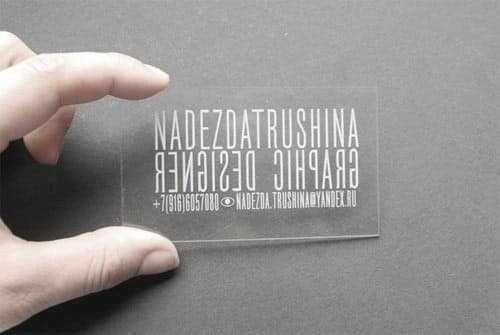 визитка изготовлена из органического стекла